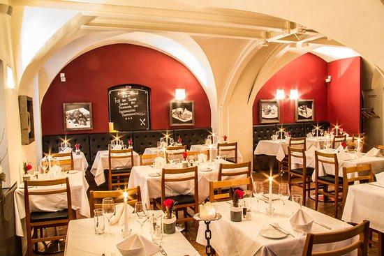 ef16-Restaurant-Weinbar